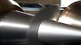 车床旋转用压棒按压薄板,原始技术却很实用!